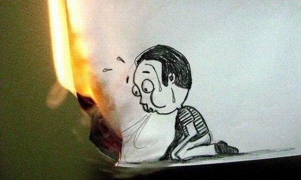 мальчик задувает огонь