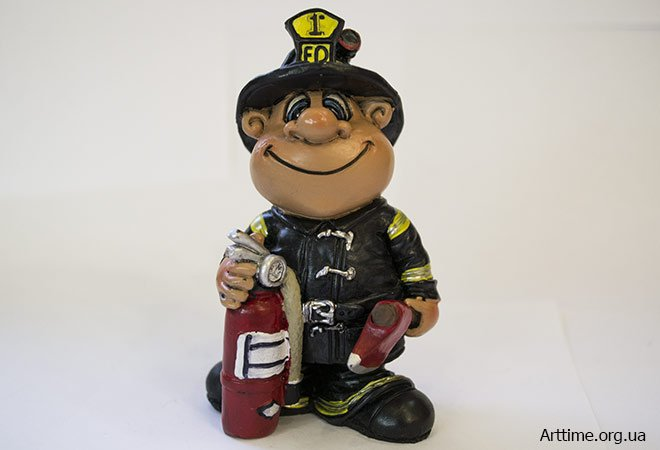фигурка пожарного