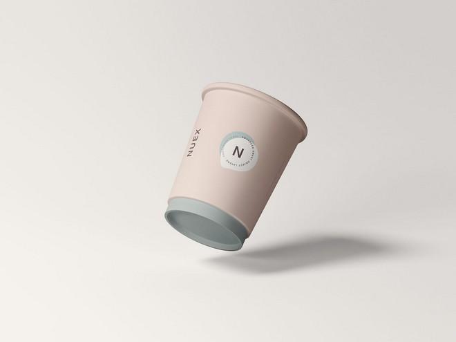 Мокап плавающей кофейной чашки